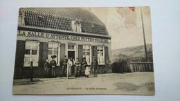 Carte Postale(M9 ) Ancienne De Zuydcoote , La Salle D Attente (angle Doit Haut Abimé) - Autres Communes