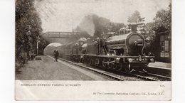 LES LOCOMOTIVES (Royaume-Uni) HIGHLAND EXPRESS PASSING LUNCARTY. - Trains