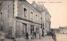 89 . N° 100340 . Seignelay . La Place Et La Mairie . Magasin Laroche - Seignelay