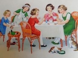 Cpa ENFANTS . PETITES FILLES A TABLE BUVANT DU CHOCOLAT CHATS POUPEE. 1932 .  Little GIRLS DRINKING CHOCOLATE CAT DOLL - Scènes & Paysages