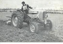 Tracteur SOMECA SOM 35 Conduit Par René COMMUN De La Haute Vienne, Championnat France Labours1962 - Tracteurs
