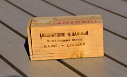 Boite En Bois Du Laboratoire R. Bariaud à Limoges - Boîtes
