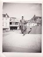 PHOTO ORIGINALE 39 / 45 WW2 LIBERATION TROUVILLE SOLDAT AMERICAIN SUR LE FRONT DE MER FLAK - Krieg, Militär
