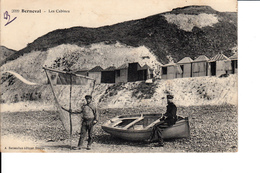 76 - Berneval - Pêcheurs Devant Les Cabines - Berneval