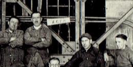 Lot De 16 Photos Originales D'ouvriers Et De Machines Des ACEC (Charleroi) Date Inconnue (1ère Moitié Du XXe S.) - Places