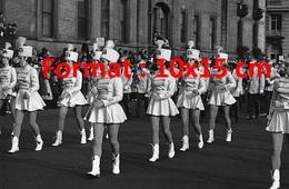Reproduction D'une Photographie Ancienne De Majorettes Paradant à New-York En 1961 - Reproductions