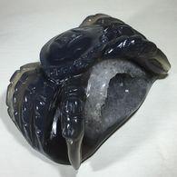 Superbe Crabe Sculpté Dans Une Géode D'agate - Minerals
