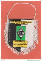 FANION FOOTBALL - BOR MÖNCHENGLADBACH VFL 1900 - 1960 1973 - PENNANT - BANDERIN - WIMPEL - BANDIERINA - GALHARDETE - Apparel, Souvenirs & Other