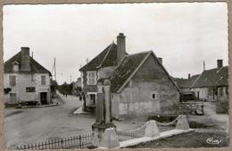36 /  TILLY (Indre)  - Monument Et Place (années 50) - France