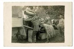 Carte Photo Environs Verneuil Sur Serre (02) - Chargement De Minenwerfer Sur Camion Par Prisonniers Allemands - 1918 - Materiaal