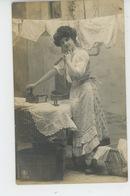 FEMMES - FRAU - LADY - Jolie Carte Fantaisie Femme Blanchisseuse Avec Fer à Repasser - Women