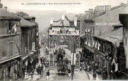 Decazeville (12) : Rue Cayrade Un Jour De Fête - Decazeville