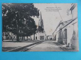17 :MARENNES ; PLACE CHASSELOUP-LAUBAT Et Le S/PREFECTURE , Animée, C.P.A.,carte En Bon état - Marennes