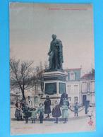 17: MARENNES: STATUT CHASSELOUP-LAUBAT , Animée,C.P.A.,carte En Bon état - Marennes