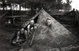 Photo Originale Guerre 1939-45 - Les Joyeux Soldats De La Wehrmacht En Camping Camouflé En Pologne Vers 1940 - Guerre, Militaire