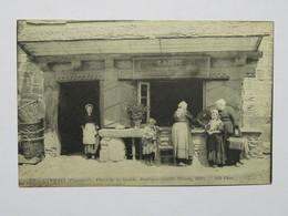 C.P.A. : 29 CARHAIX : Place De La Mairie, Boutique CADIOU, Animé - Carhaix-Plouguer