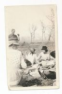 4 Women And One Man On A Picnic, Interesting Hats, Vintage Snapshot ± 1930 - Anonymous Persons