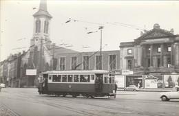 Bruxelles , Molenbeek Saint Jean ,foto , Photo , Tram électrique , Tramway ;   ( VW Coccinelle ) - Transport Urbain En Surface