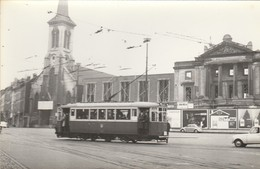 Bruxelles , Molenbeek Saint Jean ,foto , Photo , Tram électrique , Tramway ;   ( VW Coccinelle ) - Vervoer (openbaar)