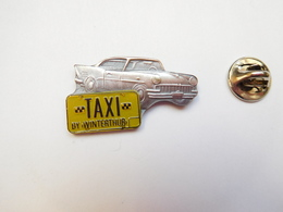 Superbe Pin's En Relief , Auto Américaine , Taxi By Winterthur , Cab - Pin's