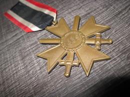 """Croix Et Médaille Du Mérite De Guerre """"Kriegsverdienstmedaille 1939"""" - 1939-45"""