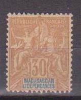 MADAGASCAR          N°  YVERT  :    36     NEUF AVEC  CHARNIERES      ( Ch 1/32  ) - Nuevos
