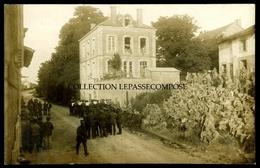 TOP VILLE SUR RETOURNE - ETE 1916 - SOLDATS ALLEMANDS AU REPOS - CONCERT RUE PRINCIPALE - LA MAIRIE EST RÉQUISITIONNE - France