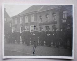 POMMEROEUL 1933 Groupe POMPIERS à La SAINTE-BARBE -  PLACE DES MARTYRS Epicerie Café Du Marché - Bernissart Photographie - Bernissart