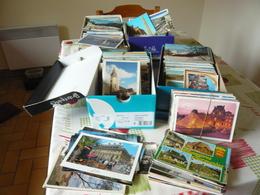 LOT DE 600 CARTES MODERNES FRANCAISES - Beaux Timbres - Belles Flammes - Cartes Postales