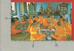 CARTOLINA VG THAILANDIA - BANGKOK - The Priests At Meal Time - 9 X 14 - ANN. 1964 - Tailandia