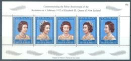 NEW ZEALAND - MNH/** - 1977 - SILVER ANNIVERSARY ELISABETH II CORONATION - Yv Bloc 40  - Lot 19060 - Blocks & Sheetlets
