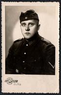 A9071 - 2. WK WW - Soldat Porträt Uniform Kokarde - A. Bruno Siauliai - Fotografie