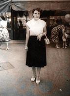 Photo Originale Marcheur & Marcheuse De Rue - Lucienne Lafon En Juin 1952 - Marseille - Personnes Identifiées
