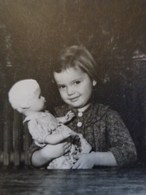 Cpa JOUETS  Carte Photo ENFANT  , PETITE FILLE Et  Sa POUPEE , CUTE GIRL & HER  DOLL , TOYS  REAL PHOTO OLD PC - Jeux Et Jouets