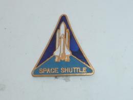 Pin's SPACE SHUTTLE - Espace