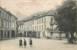CPA 09 ARIEGE Massat La Place De L'Eglise - Autres Communes