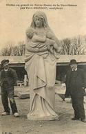 Le Sculpteur Yves HERNOT ( CPA écrite Et Signée ! ) - Lannion -* Statue En Granit De N.D. De La Providence - Lannion