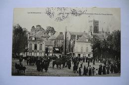 CPA 14 CALVADOS VIRE. Un Concours De Poulinières Place Du Vieux Château. 1905. - Vire