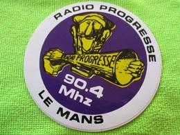 Autocollant RADIO FM PROGRESSE LE MANS 90.4.... Neuf Non Décollé - Pegatinas