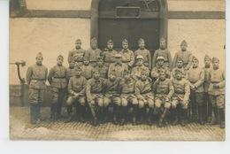 HAGUENAU - MILITARIA - Belle Carte Photo Militaires Du 18ème  Régiment De Chasseurs Datée 1925 - Haguenau
