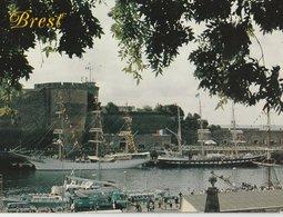 """BREST (29). Préfecture Maritime. Le 3 Mâts Carré Norvégien """"Sorlande"""". Le 3 Mâts Français """"Le Belem"""" - Voiliers"""