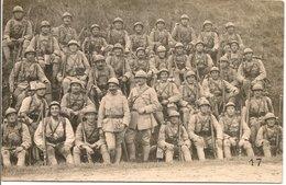 L200A520  - Militaires - Photo De Groupe De Soldats En Campagne N°17 - Régiments