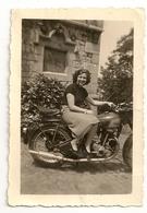 TRIUMPH - Photo Originale 6,3 Cm X 9,7 Cm. Le 12 Août 1953. - Motorfietsen