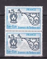 N° 1927  Journée Du Timbre: Enseigne Relais De Poste: Une Paire De 2 Timbres Neuf Impeccable - France