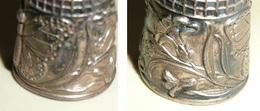 Rare Ancien Dé à Coudre, DE En Métal Argenté, Décors Art Nouveau Papillon Plante, Mercerie Couture Broderie - Outils