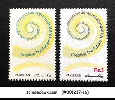 PAKISTAN - 2000 CREATING THE FUTURE - 2V MNH ERROR MISSING COLOUR - Pakistan
