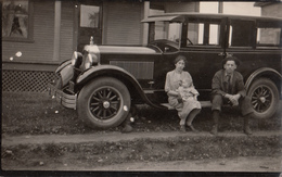 B&W RPPC -To Identify - Real Photo - Possibly  Studebaker 1926 Or Chevrolet 1925 - Animated - Unused - 2 Scans - Voitures De Tourisme