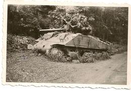 Photo - TANK SHERMAN  M4  (Chrysler). Soest Le 6-7-1947. 8,3 Cm X 5,5 Cm. - Véhicules
