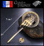 Pins Pin's Badge NEUF En Métal ( Brooch ) - GOT Game Of Thrones Hand King 7 Cm ! - Cinéma