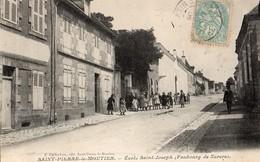 St Pierre Le Moutier  58   L'Ecole Saint-Joseph ( Faubourg De Nevers ) Et Rue Tres Tres Animée - Saint Pierre Le Moutier